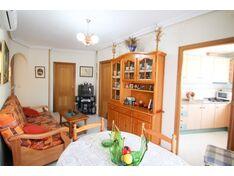 Квартира с 3 спальнями + гараж на 2 машины, кладовая и бассейн в центре Торревьехи