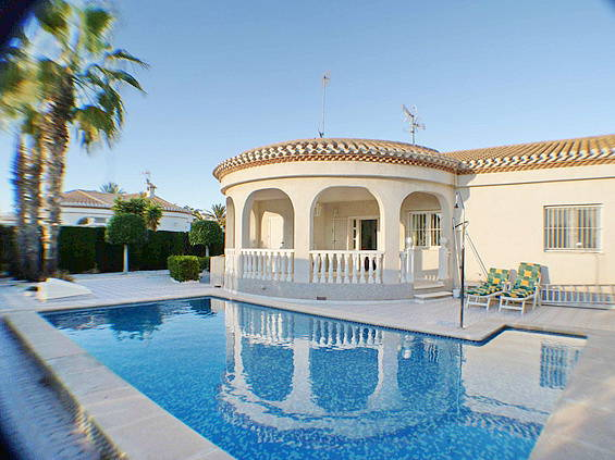 Фото дома с бассейном в испании переезд в израиль личный опыт
