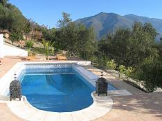 Brand new villa on an elevated and large plot right behind the picturesque valley of Casares