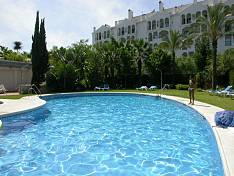 Very spacious modern 3 bedroom 3 bathroom luxury apartment with large terrace in the heart of Puerto Banus