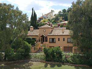 Lovely one level detached villa on front line of La Quinta Golf Course
