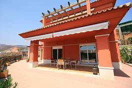 Luxury villa in a privileged position in the exclusive Santa Clara Golf Resort