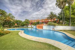 Jardines del Golf - Beautifully presented 3 bedroom townhouse situated in a gated community
