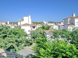 Large townhouse in residential complex at just a 10minutes walk from the Puerto Banus