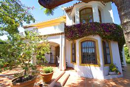 Lovely 4 bedroom family home in a great location with in the Casco Urbano of Marbella