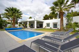 Exceptionally spacious one level villa in a short distance from Marbella centre and beach