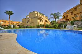 Los Cartujanos, Guadalmina - Exceptionally spacious 3 bedroom 2 bathroom duplex penthouse apartment with large solarium