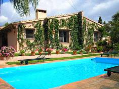Classical andalusian style villa within 2 minutes drive from Puerto Banus