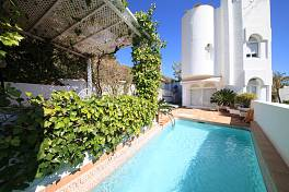 Marbella Hill Club - Attractive 2 bedroom  apartment with large private patio garden and private heated pool