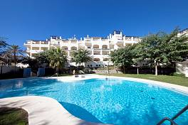 2 bedroom apartment within walking distance of the beach, shops and La Duquesa Marina