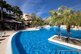 Spacious 2 bedroom  ground floor garden apartment in an exclusive quality development within Golf Rio Real