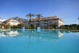 Spacious third floor apartment in a 24-h security guarded  community next to Puerto Banus