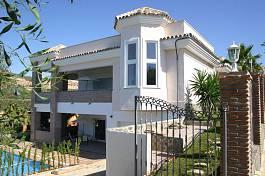 La Alqueria - Spacious family villa close to Atalaya Golf Course with coastal views