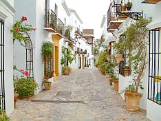 Charming townhouse in Spanish Pueblo on Marbella´s Golden Mile