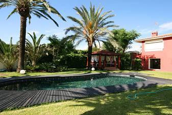 Elviria - Totally reformed  villa with breathtaking golf and sea views