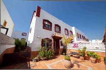 Bello Horizonte -  Attractive 3/4 bedroom townhouse in  well established residential location on the outskirts of Marbella