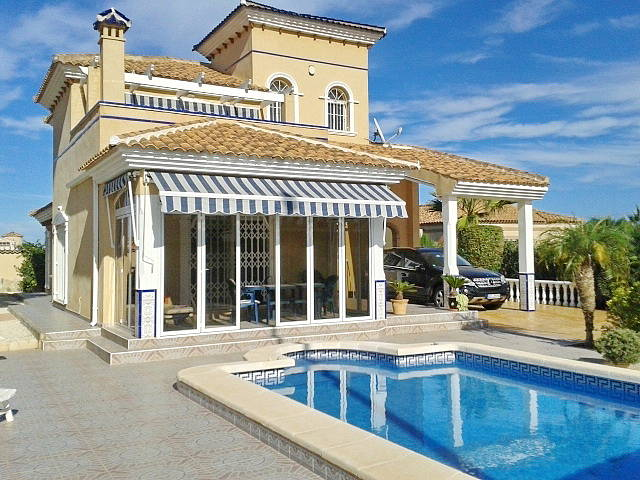Фото дома с бассейном в испании дома в лондоне цена