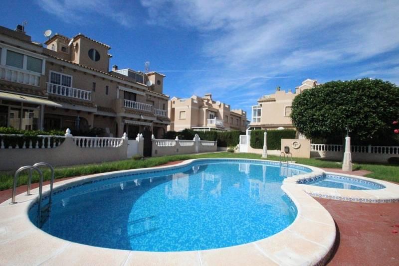 Недвижимость в испании бунгало