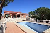 Красивая отдельная вилла с бассейном и садом в Los Balcones, Торревьехи, в 4 км от пляжа