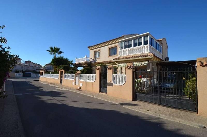 Купить бунгало дом на 1 линии у моря в торревьеха