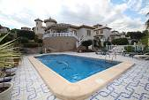 Потрясающая вилла с частным бассейном и видом на море в районе Villamartin