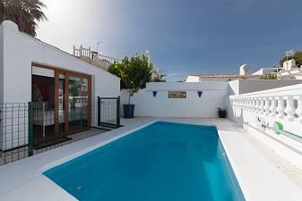 Well presented 3 bedroom semi detached villa on an elevated plot with partial sea view in Calypso de Calahonda, Mijas Costa