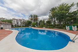 Cosy 2 bedroom apartment situated in a gated community on the front line of the beach Hacienda Beach, New Golden Mile, Estepona