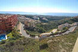 Attractive 2 bedroom apartment in the small gated community in the hills of Calahonda and enjoying fantastic views to the coastline, Mijas Costa