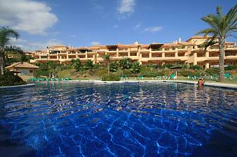 Stunning ground floor apartment situated in prestigious gated community which is located within walking distance of the beach, Cumbres del Rodeo