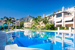 Luxury 3 bedroom first floor apartment in this prestigious gated community located  on the Golden Mile, Las Lomas de Sierra Blanca, Marbella