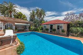 Character villa which stands on a double sized west facing plot enjoying stunning views to the Sierra de Las Nieves and Marbella coastline