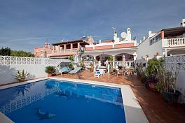 Detached 4 bedroom villa in a short walk to amenities featuring a south facing garden with private swimming pool La Campana, Nueva Andalucia