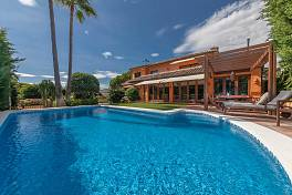 Delightful family villa in the residential enclave of Marbesa just a short stroll from one of Marbella best beaches, Marbella