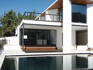 Fabulous modern style 4 bedroom villa within walking distance from beach and  Cabopino harbour