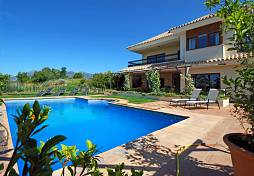 Large family home which is distributed over 3 floors and which has the amazing views to the sea and Marbella coastline including Gibraltar, Marbella
