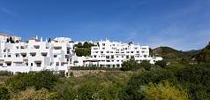 High quality finished apartments and penthouses with spacious terraces Selwo, Estepona