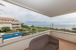 Luxury 3 bedroom beach front apartment with panoramic beach and sea views Guadalmansa, New Golden Mile, Estepona