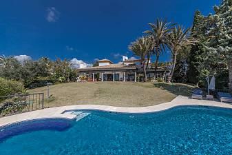 Wonderful family home in residential area with breathtaking views of the Mediterranean sea, Gibraltar and Mountains, El Paraiso Alto, Estepona