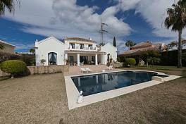 Family 4 bedroom villa in an established residential location within easy distance to local shops restaurants and the beach El Paraiso, Estepona