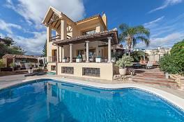 Spacious family 5 bedroom villa in San Pedro de Alcantara, walking distance to the beach, the new central park