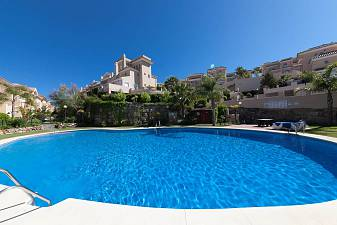 Exceptionally spacious 3 bedroom townhouses with underground garage in a gated community with open views and 2 swimming pools, La Duquesa