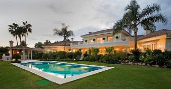 Fabulous mansion on an unusually large plot located in the well known residential neighbourhood of 'La Cerquilla', Nueva Andalucia, Marbella