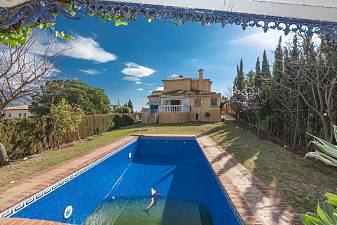 Detached villa in the heart of Golf Valley with views over the golf and to La Concha mountain Nueva Andalucia, Golf Valley