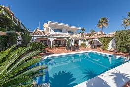 Beautiful detached villa with beautiful front line sea views situated just a short walk to the beach, Mijas Costa