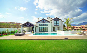 Beautifully appointed contemporary style villa with luxury fittings enjoying a open view to the sea Playa de Casares, Manilva