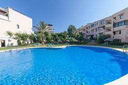 Bright spacious ground floor apartment within easy access to the Santa Maria Golf course and a few minutes walk to the commercial areas of Elviria