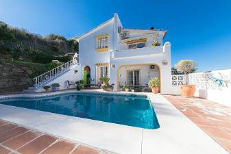 Delightful detached villa with most impressive views in the area are the reward for climbing the steps up to the Cerros del Aguila, Mijas