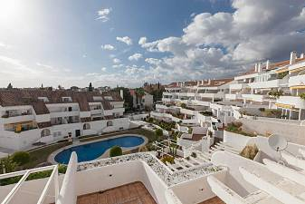 Spacious 2 bedroom apartment close to all the amenities of Nueva Andalucia and also within walking distance to the beaches of Puerto Banus