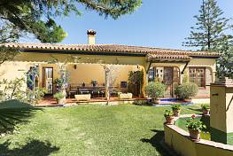 Lovely classical style single level family villa in a residential area of Marbella within easy reach Town Centre, beaches and all amenities, Marbella