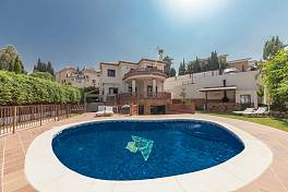 Recently built detached family villa in a superb residential location and just a short distance from all the amenities of Fuengirola Campo Mijas